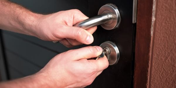 Unqualified locksmiths
